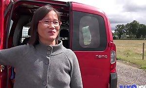 Milf asiatique enculée à l'_arrière de frigid camionette [Full Video]