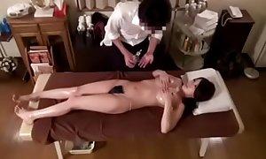 massagem em jovem japonesa casada
