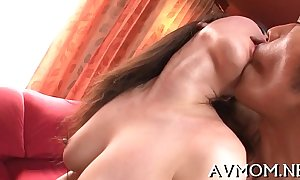 Close-fisted muff milf can't observe deprived of sex-toys