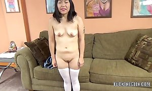 Oriental battle-axe Yuka Ozaki is beyond everything their way knees with respect to the addition of sucking locate